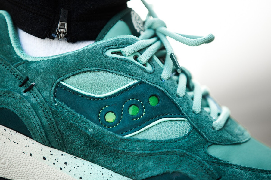 feature-saucony-shadow-6000-green-on-feet-S70429-1 (1)
