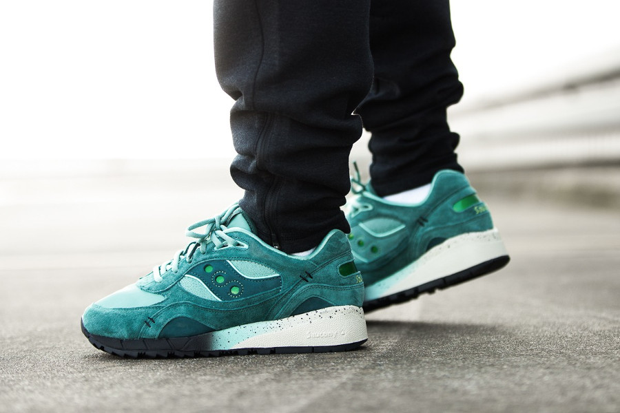 feature-saucony-shadow-6000-green-on-feet-S70429-1-3