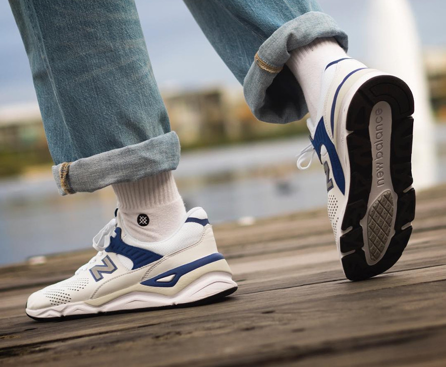 new-balance-MSX90HTA-blanche-bleu-on-feet (4)