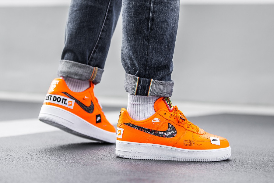 nike-air-force-1-low-just-do-it-orange-aux-pieds-AR7719-800 (1)