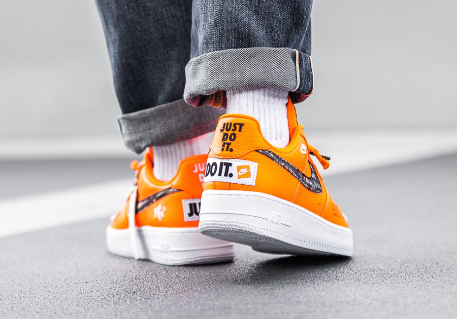 nike-air-force-1-low-just-do-it-orange-aux-pieds-AR7719-800 (2)