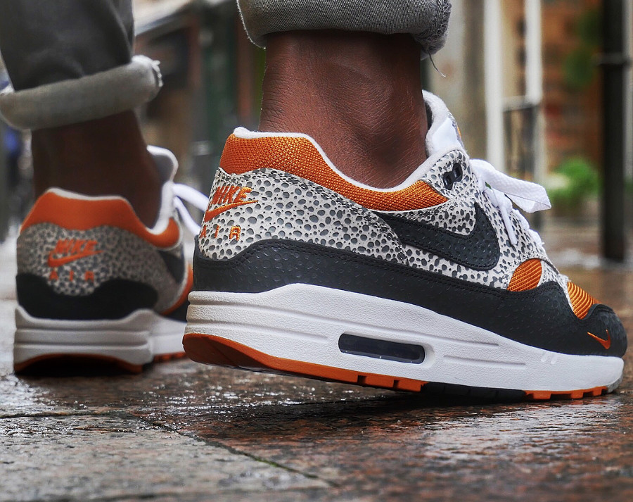 nike-air-max-1-safari-2018-black-grey-carrot-on-feet (1)