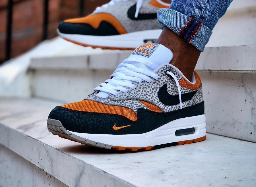 nike-air-max-1-safari-2018-black-grey-carrot-on-feet (4)