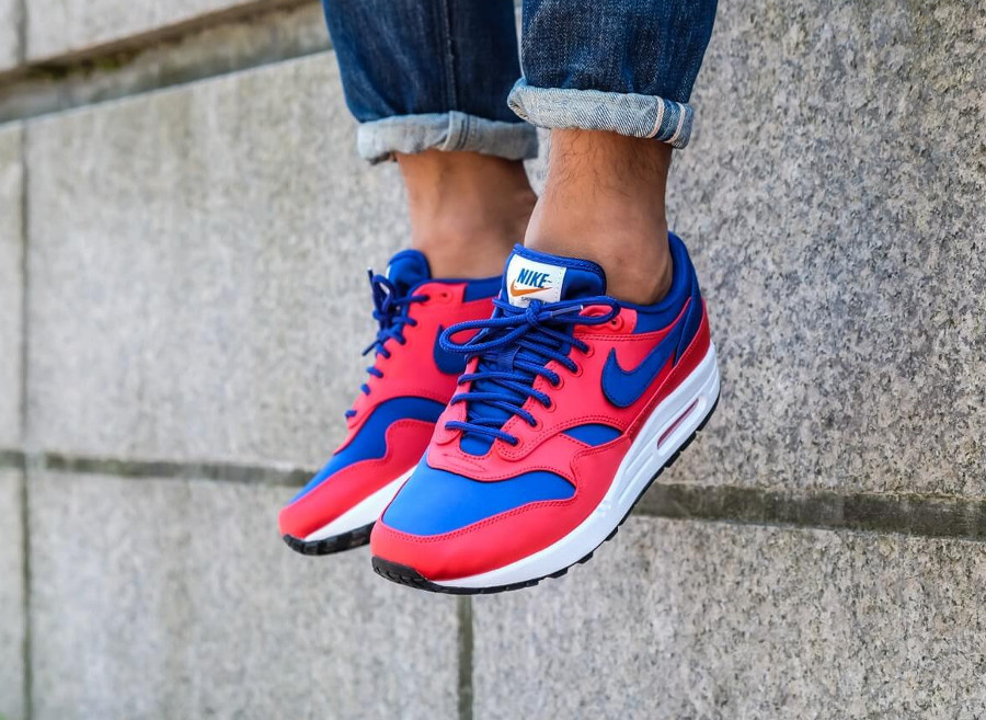 nike-air-max-87-special-edition-rouge-bleu-royal-on-feet-AO1021-600 (3)