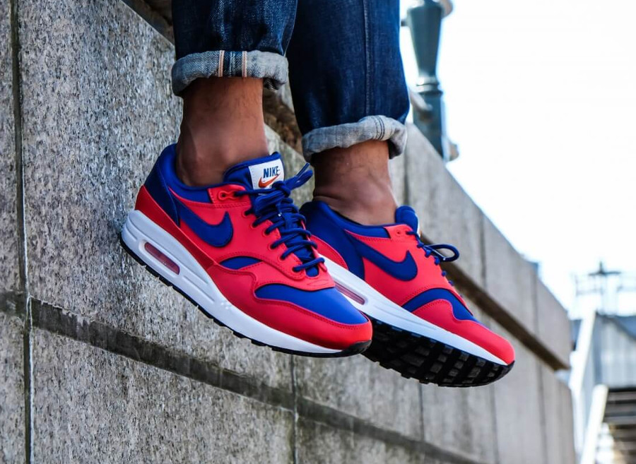 basket-nike-air-max-87-special-edition-rouge-bleu-royal-on-feet-AO1021-600 (5)