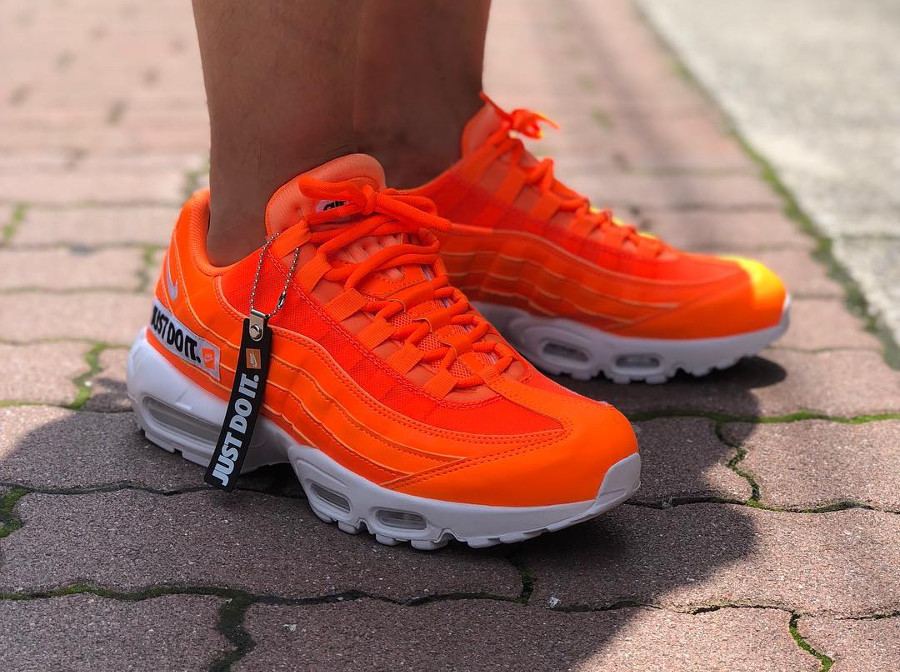 nike-air-max-95-prm-jdi-total-orange-AV6246-800 (3)
