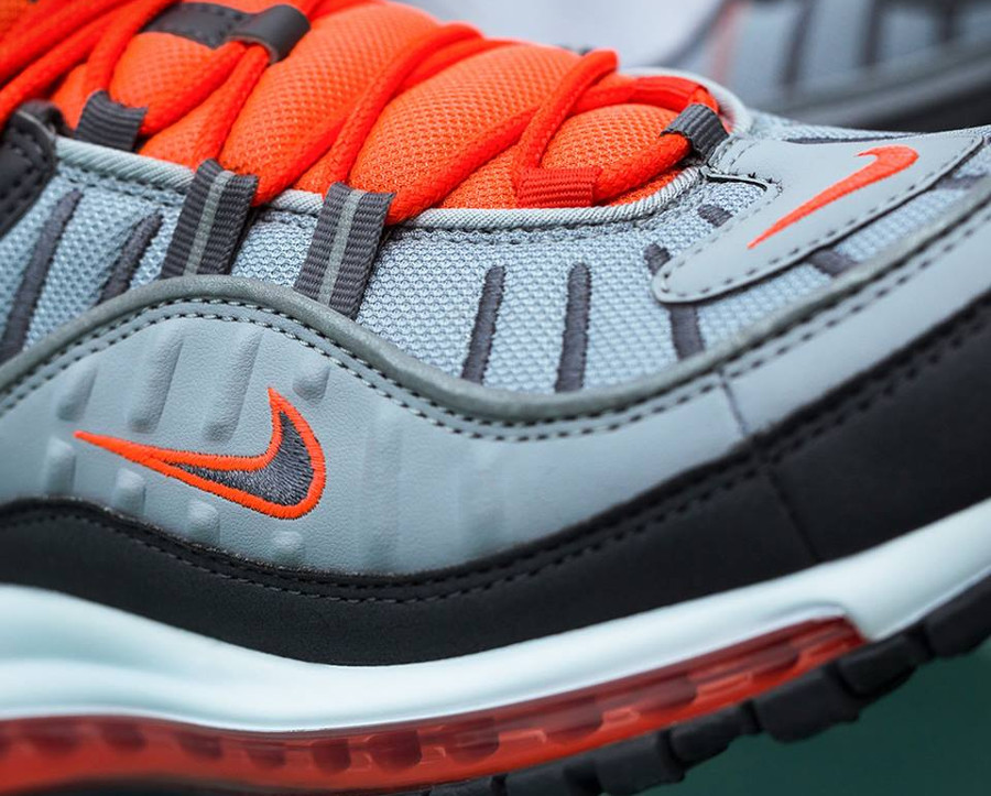 nike-air-max-98-gris-loup-orange-on-feet-640744-006 (1)
