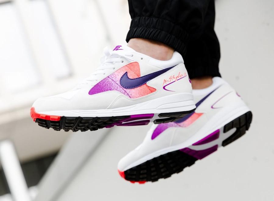 nike-air-span-ii-blanche-dégradé-violet-et-rose-aux-pieds-AO1551 103 (2)