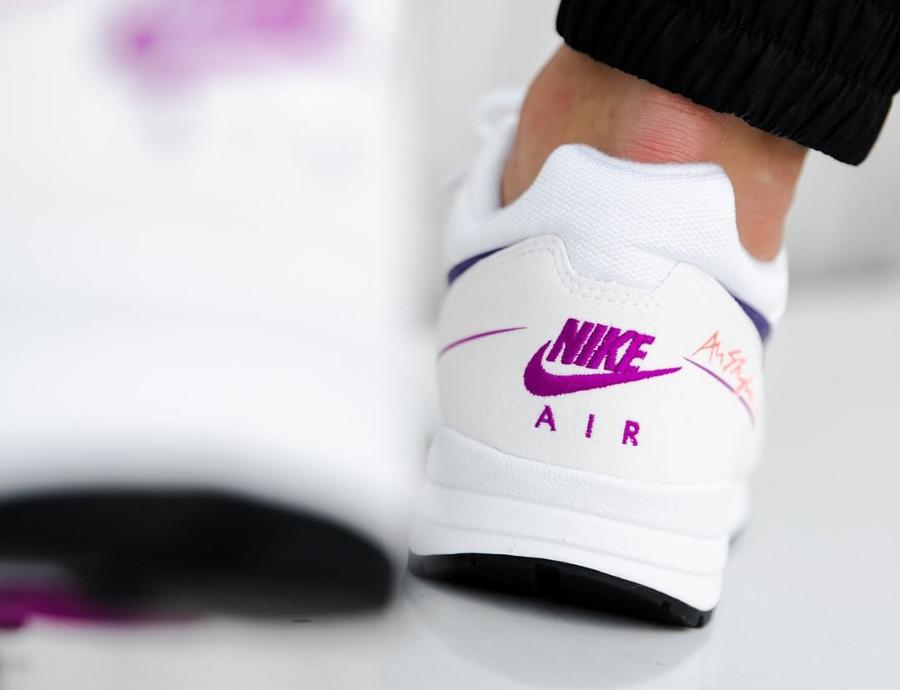 nike-air-span-ii-blanche-dégradé-violet-et-rose-aux-pieds-AO1551 103 (4)