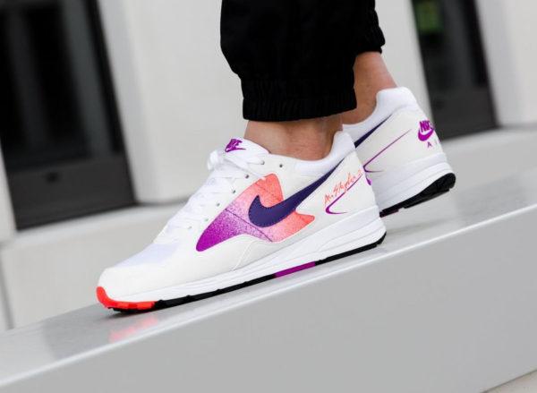 nike-air-span-ii-blanche-dégradé-violet-et-rose-aux-pieds-AO1551 103 (5)