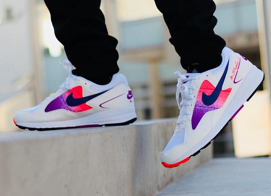nike-air-span-ii-blanche-dégradé-violet-et-rose-aux-pieds-AO1551 103 (6)