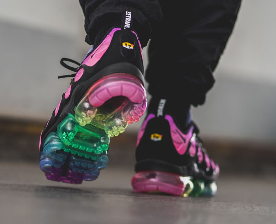 nike-air-vapormax-plus-vm-gay-pride-2018-on-feet (1)