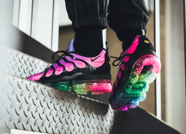 nike-air-vapormax-plus-vm-gay-pride-2018-on-feet (2)