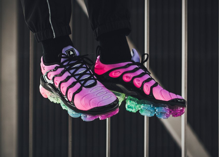 nike-air-vapormax-plus-vm-gay-pride-2018-on-feet (3)