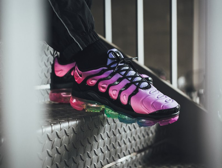nike-air-vapormax-plus-vm-gay-pride-2018-on-feet (4)