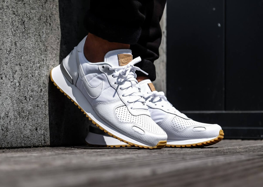 nike-air-vortex-cuir-blanc-gum-sole-on-feet (4)