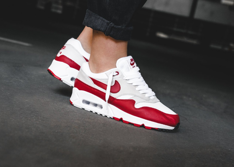nike-air-wmns-max-90-1-og-sport-red-on-feet (2)