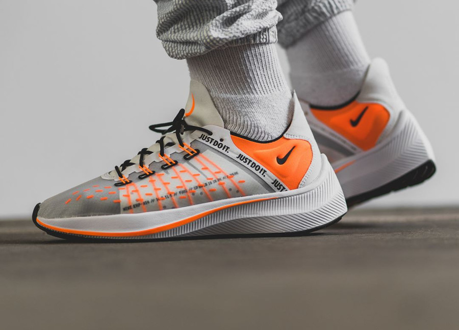 nike-exp-x14-blanche-et-orange-on-feet-AO3095-100 (2)