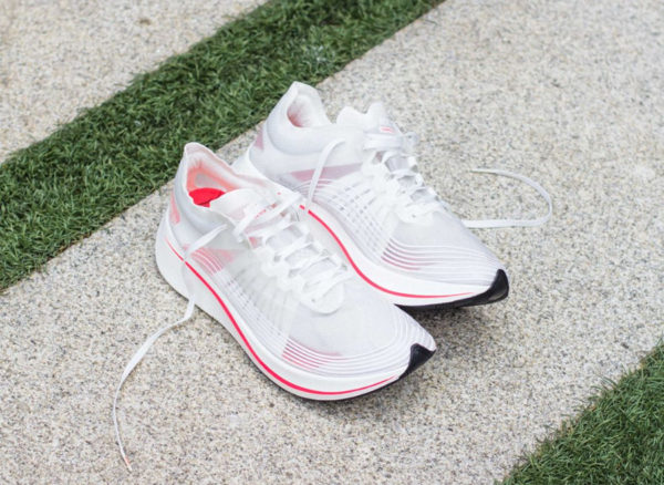 chaussure-nike-zoom-fly-sp-blanche-croimoisi-brillant-AJ9282-106 (2)