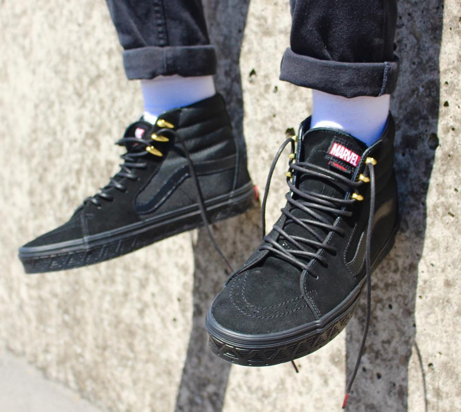 vans-sk8-hi-black-gold-panthère-noire-on-feet