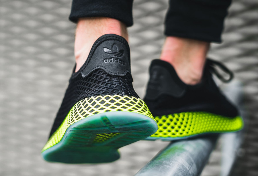 adidas-deerupt-runner-core-black-ash-blue-on-feet-B41755 (4)