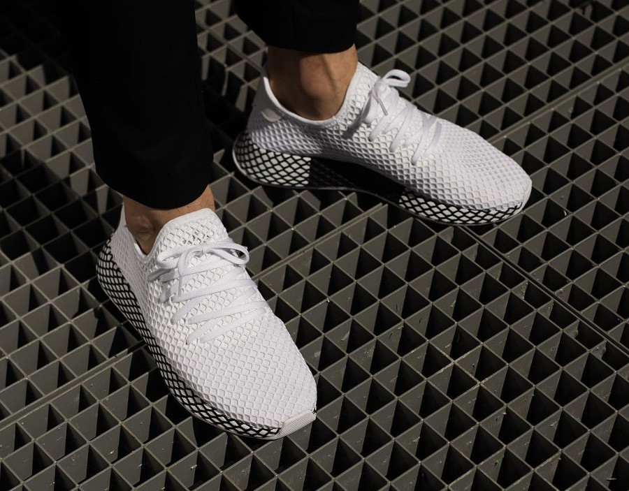 adidas-deerupt-runner-white-black-on-feet-B41767 (3)