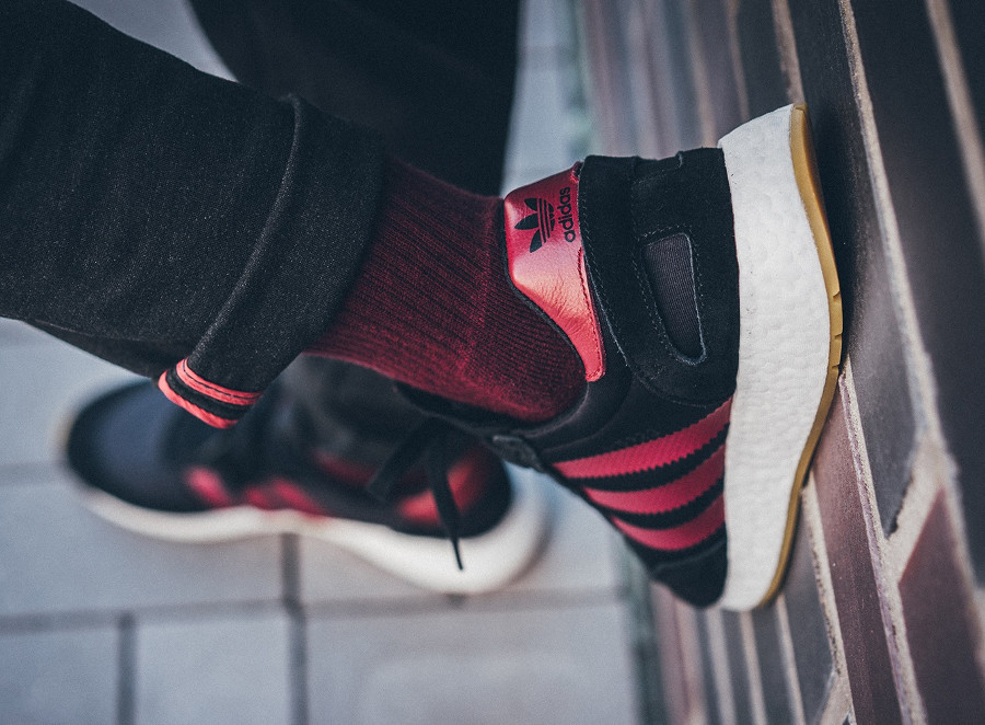 adidas-i-5923-core-black-collegiate-burgundy-on-feet-B37946 (1)