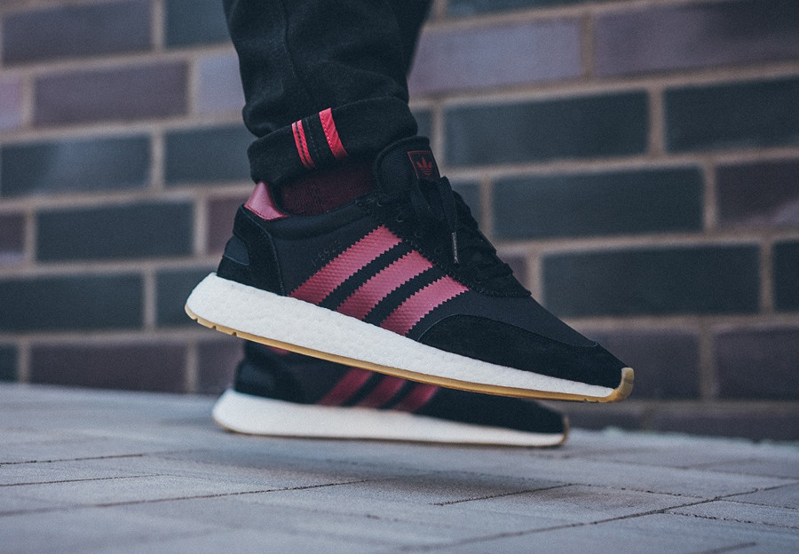 adidas-i-5923-core-black-collegiate-burgundy-on-feet-B37946 (2)