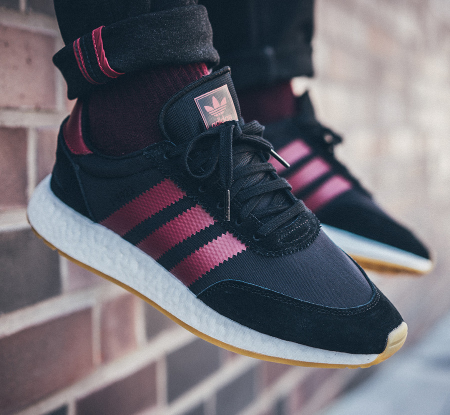 adidas-i-5923-core-black-collegiate-burgundy-on-feet-B37946 (4)