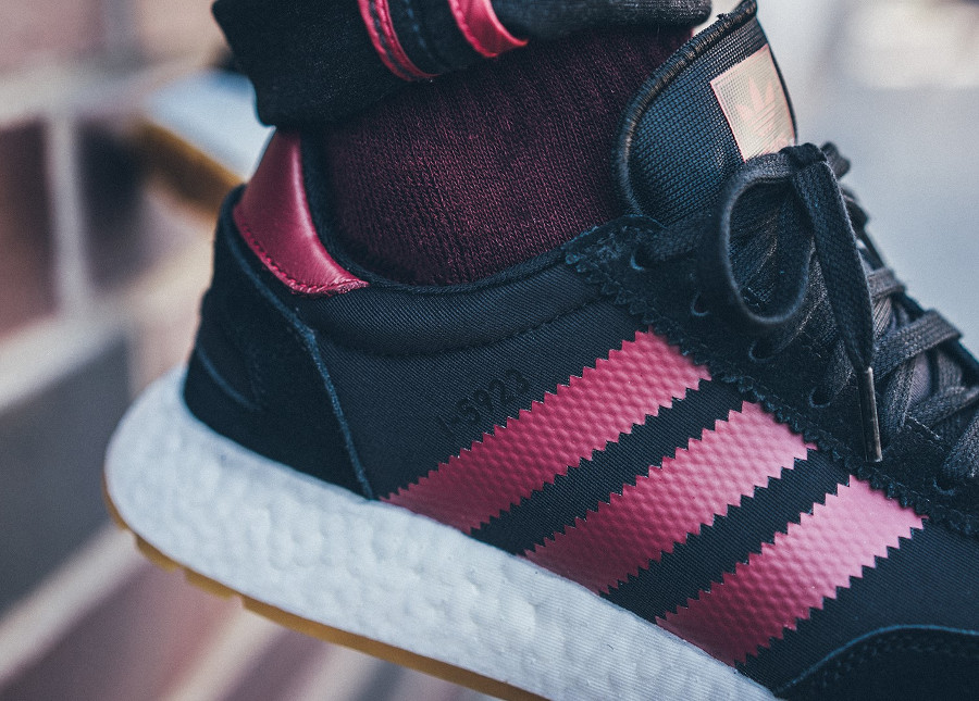 adidas-i-5923-core-black-collegiate-burgundy-on-feet-B37946 (5)
