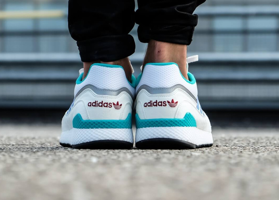adidas-originals-ultra-tech-blanche-turquoise-violet-B37916 (1)