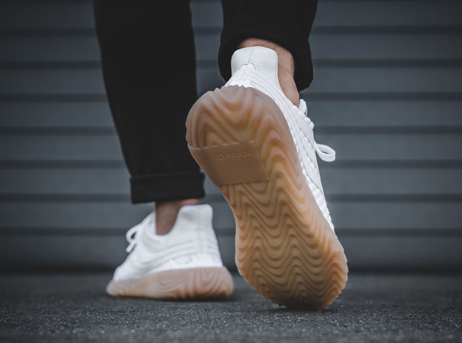 adidas-sobakov-homme-white-gum-on-feet (2)