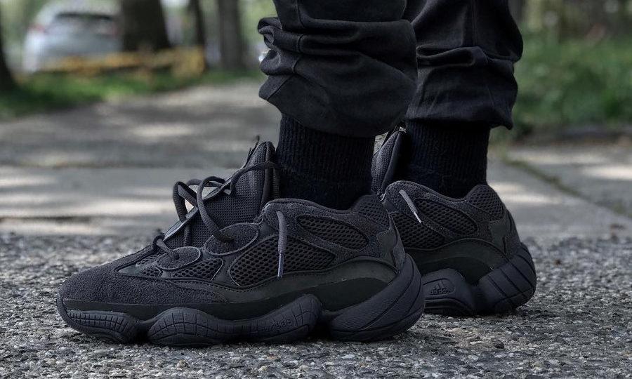 adidas-yeezy-500-desert-rat-noire-triple-black-on-feet-F36640 (1)
