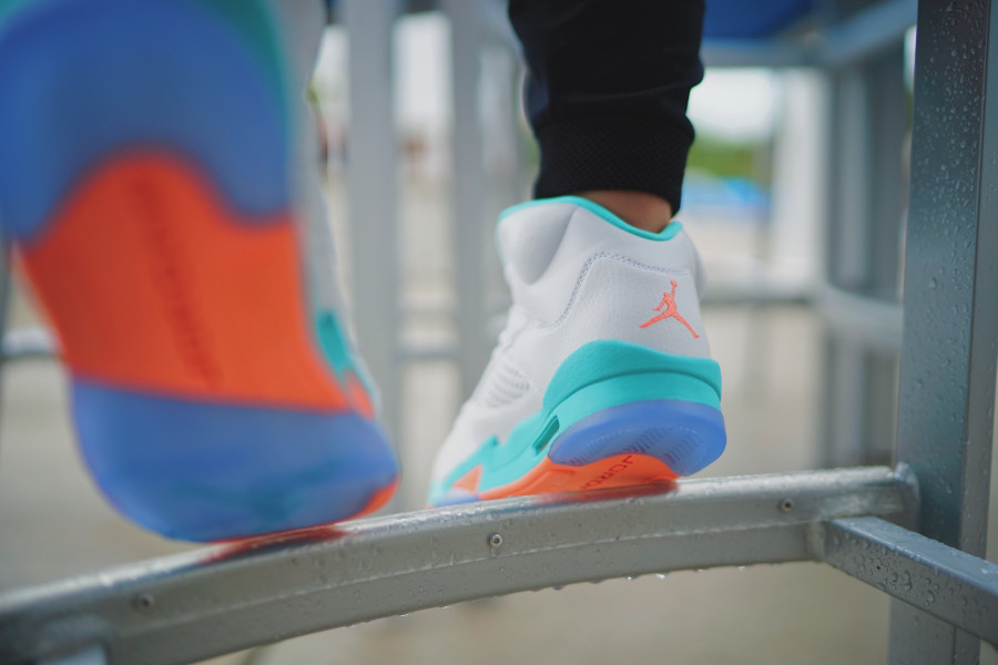 air-jordan-v-womens-miami-dophins-on-feet-440892-100 (2)