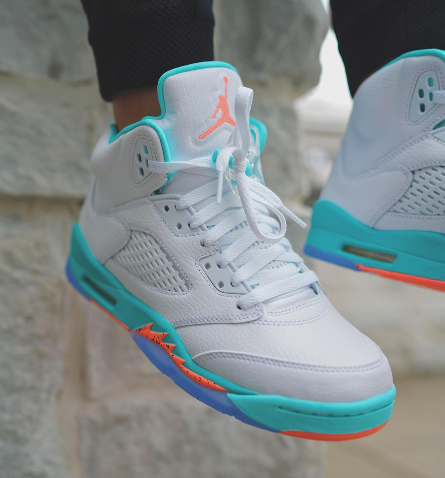 air-jordan-v-womens-miami-dophins-on-feet-440892-100 (4)