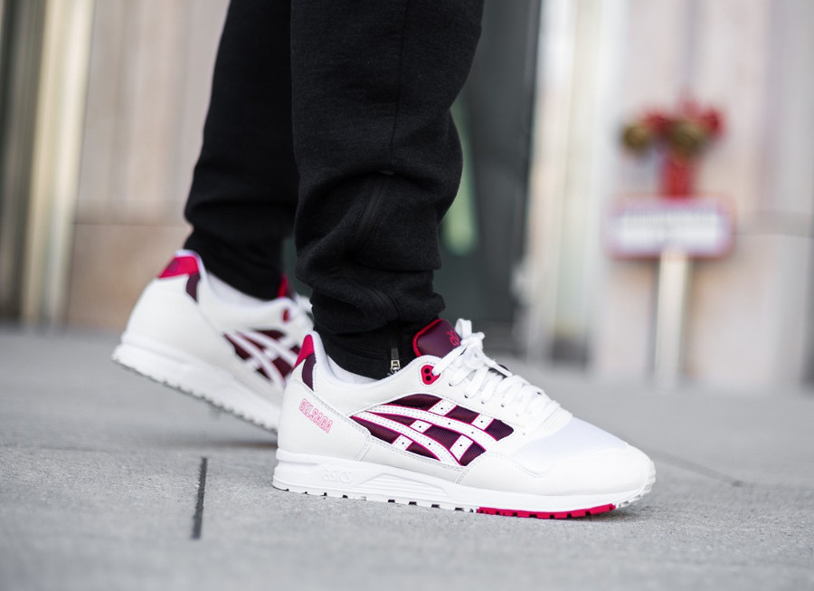 asics-tiger-gel-saga-blanche-bordeaux-rouge-on-feet-automne-2018-1193A071-103 (1)