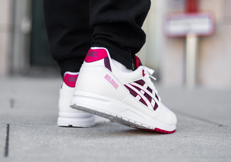 asics-tiger-gel-saga-blanche-bordeaux-rouge-on-feet-automne-2018-1193A071-103 (2)
