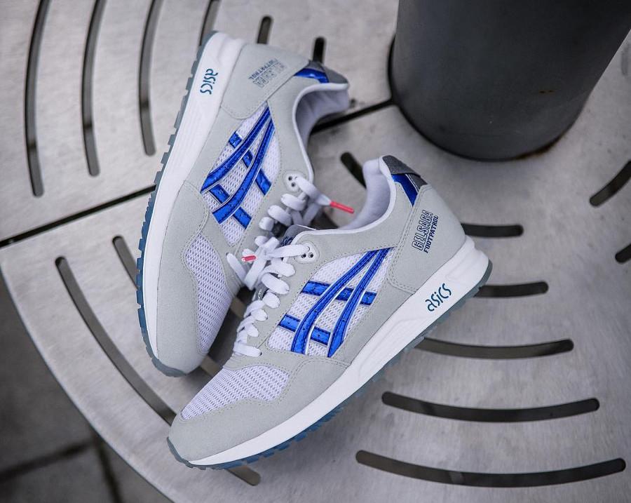 foot-patrol-asics-tiger-gel-saga-suède-gris-bande-bleue-brillant (2)