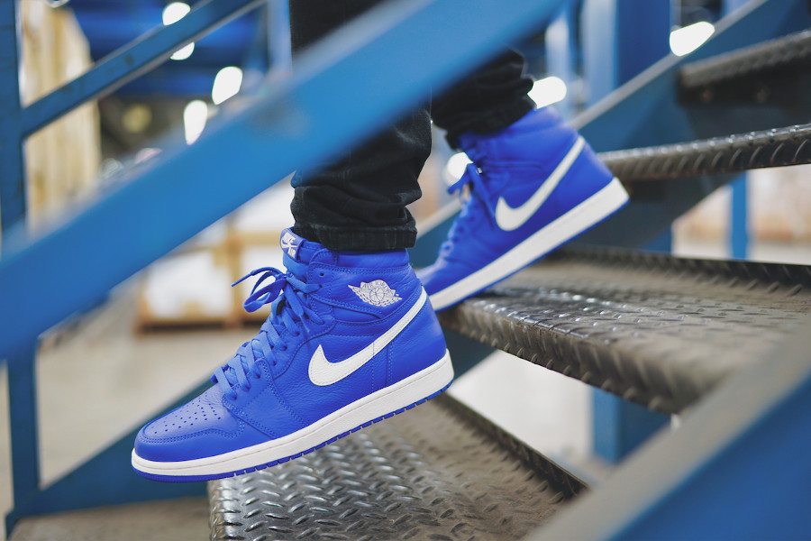 nike-air-jordan-1-montante-bleu-royal-on-feet-555088-401