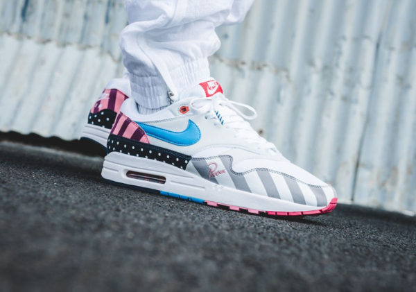 nike-air-max-1-parra-quickstrike-blanche-multicolore-on-feet (3)