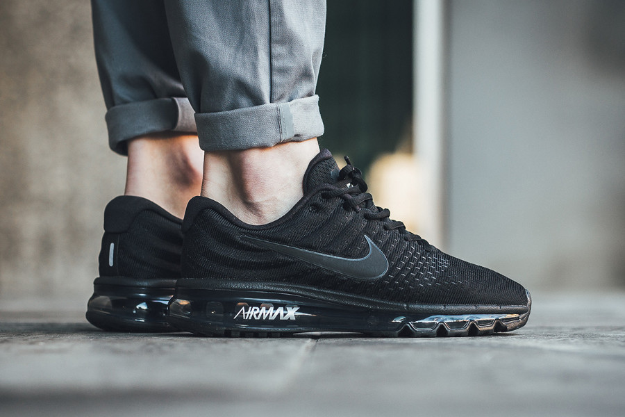 nike-air-max-2017-triple-black-on-feet-849559-004 (1)