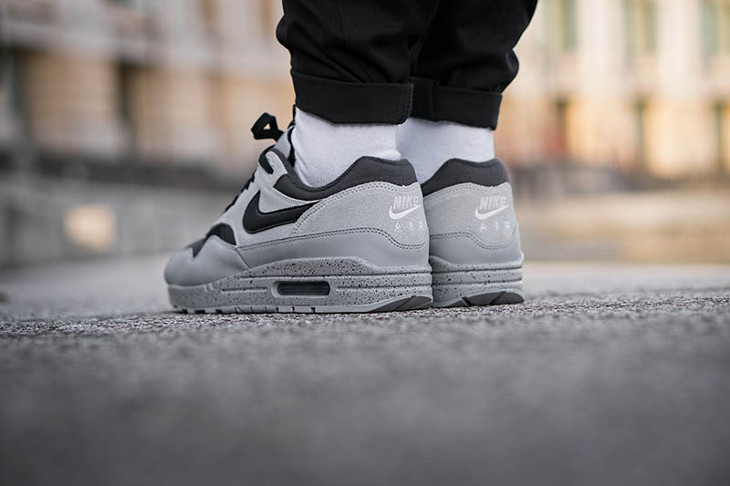 nike-air-max-87-premium-dégradé-gris-et-noir-on-feet-875844-003 (1)