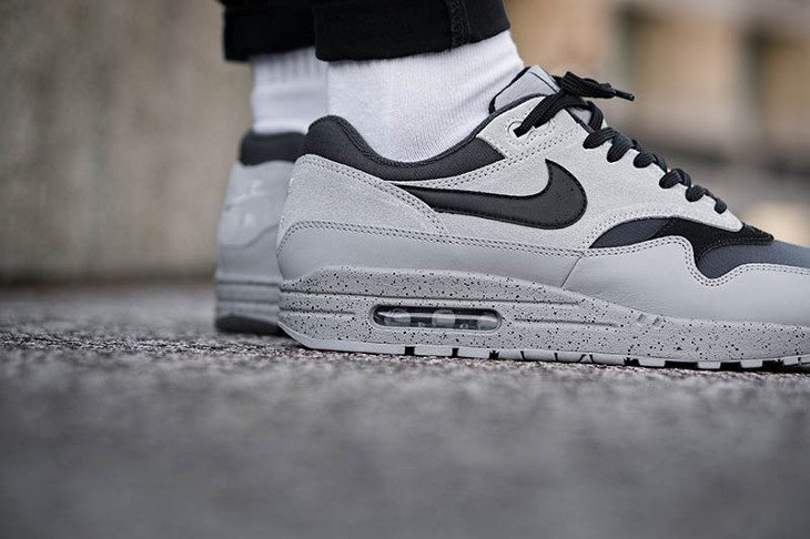 nike-air-max-87-premium-dégradé-gris-et-noir-on-feet-875844-003 (3)