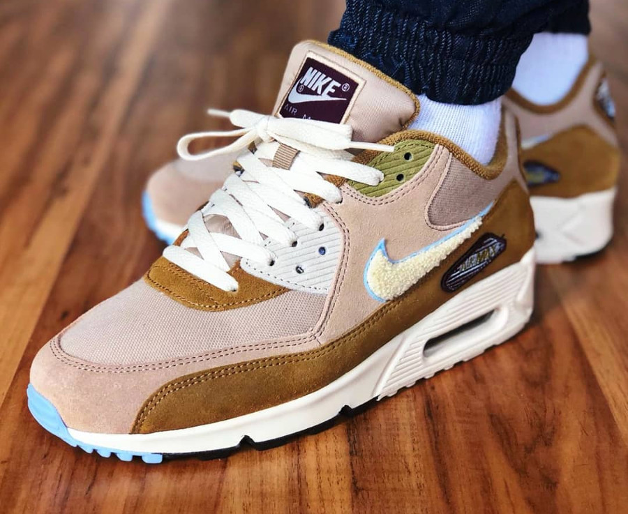 nike-air-max-90-premium-mutted-bronze-on-feet-858954 200 (3)