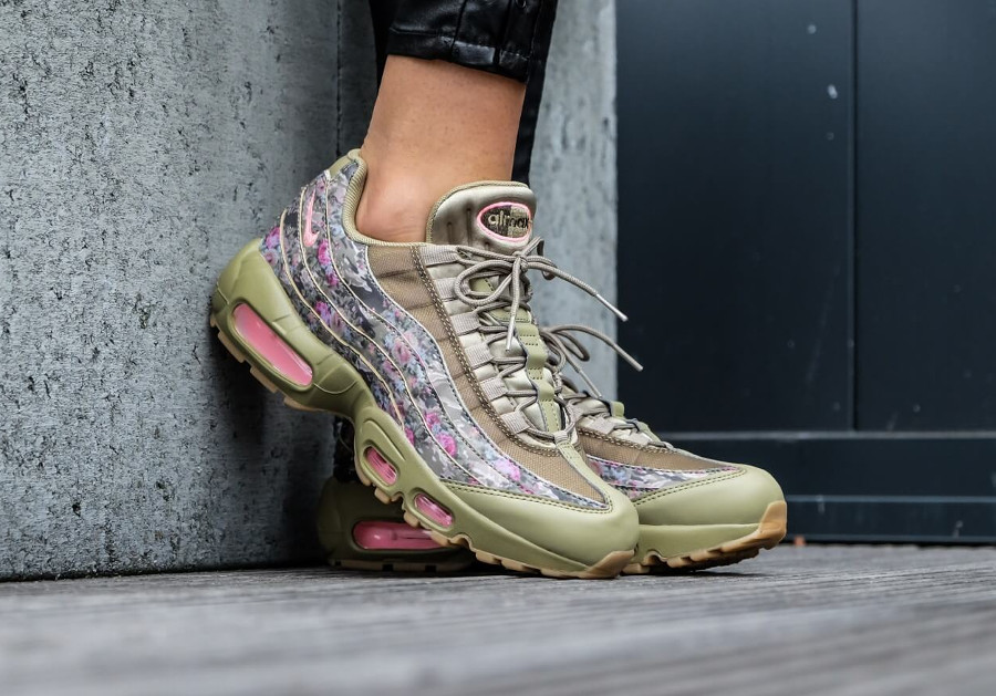 nike-air-max-95-fleurie-femme-neutral-olive-hyper-punch-on-feet (1)