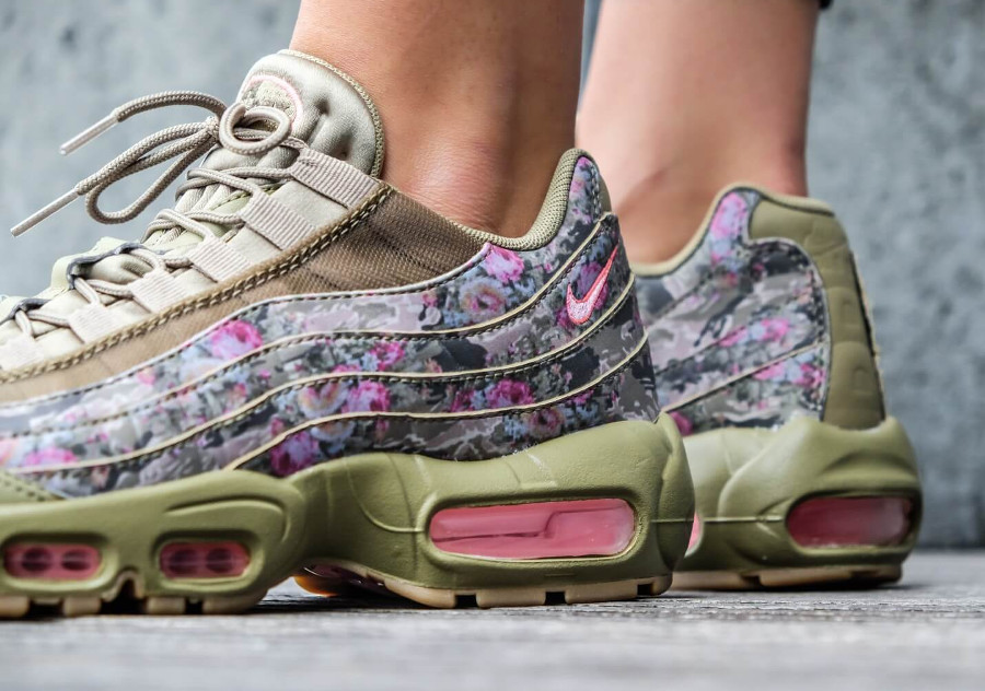 nike-air-max-95-fleurie-femme-neutral-olive-hyper-punch-on-feet (2)