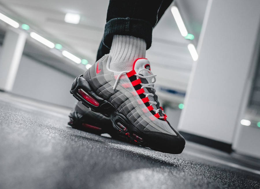 nike-air-max-95-og-solar-red-granite-on-feet (3)