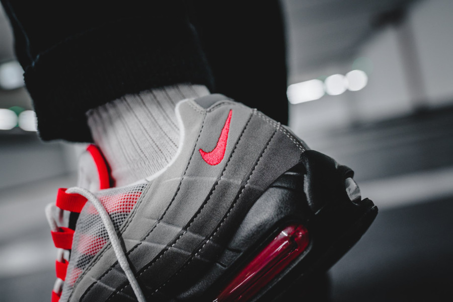 nike-air-max-95-og-solar-red-granite-on-feet (4)