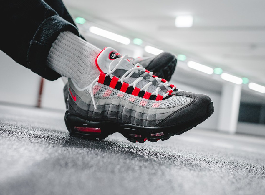 nike-air-max-95-og-solar-red-granite-on-feet (5)