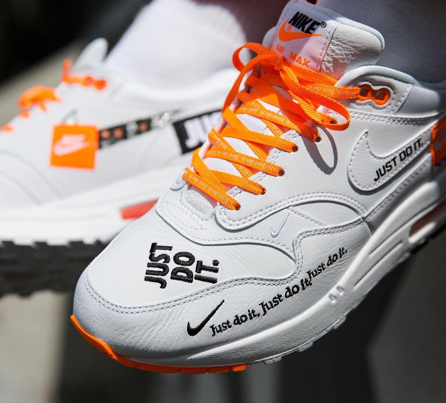 nike-air-max-one-87-special-edition-blanche-et-orange-AO1021-100 (1)